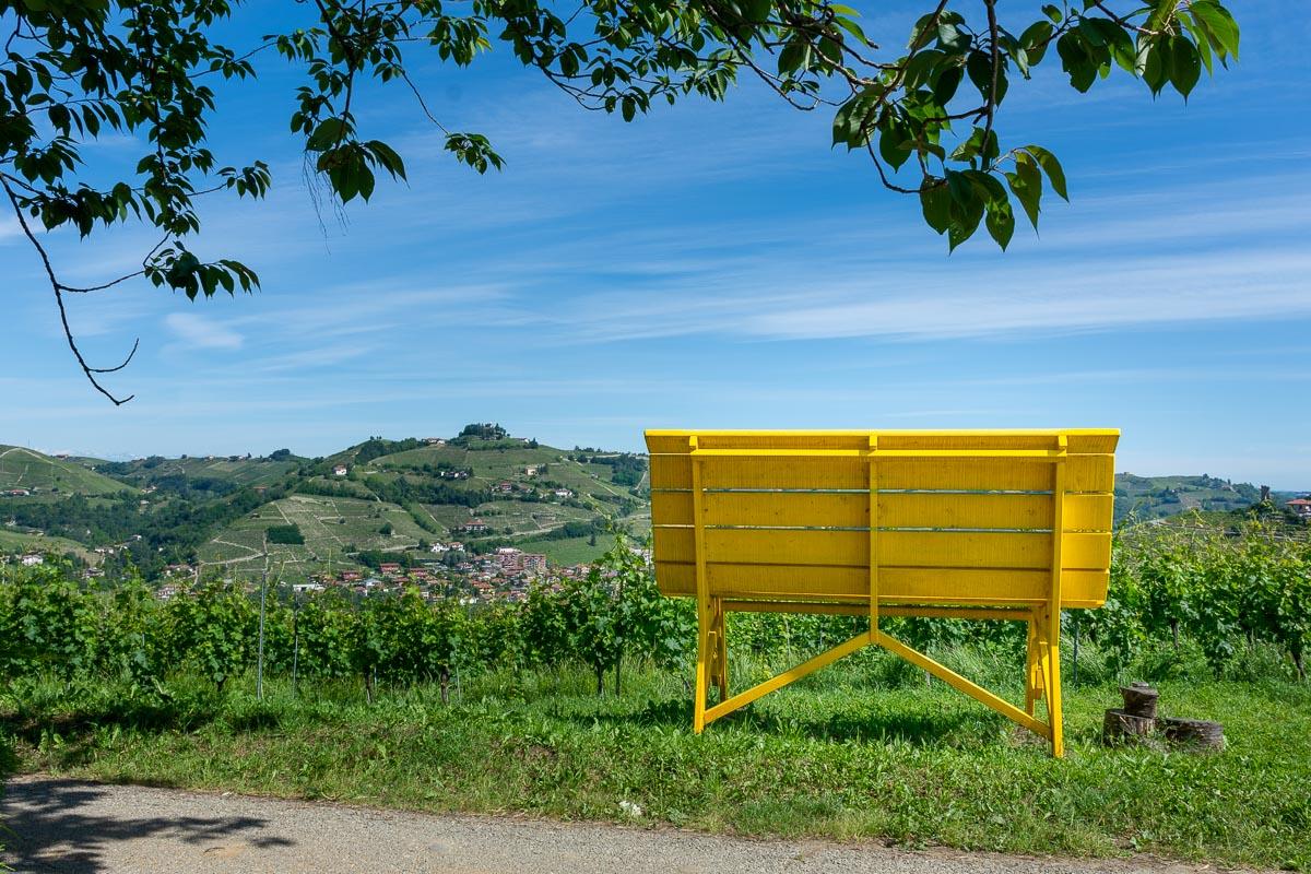 Panchina Gigante gialla Santo Stefano Belbo