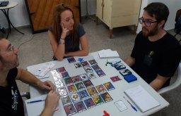 Exiliados, combates de monstruos con cartas.