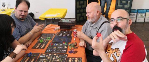 Jugando a Evil High Priest con el autor