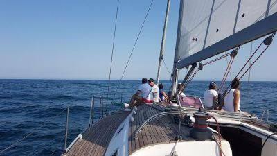 Alquilar velero en Getxo Harmony 47 Ironia Disfrutando del mar