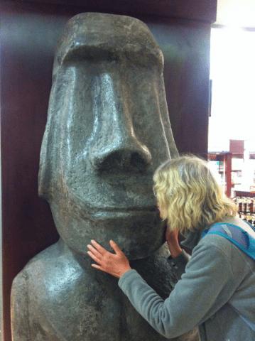 Zärtlicher Abschied vom Moai ?