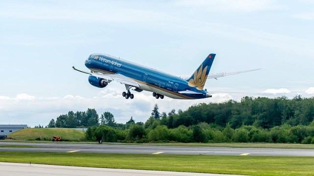 Vietnam Airlines London to Ho Chi Minh City, for some R 'n R, and an urban break