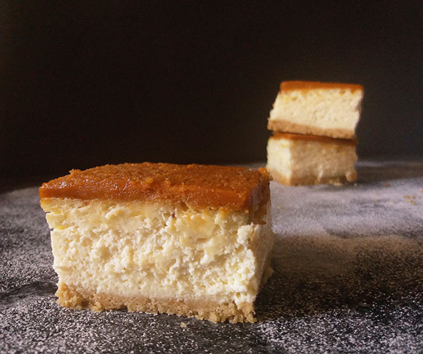 Pumpkin Cheesecake Bars : with pumpkin spice, butter cookies crust and Mascarpone these bars are perfect autumn dessert !