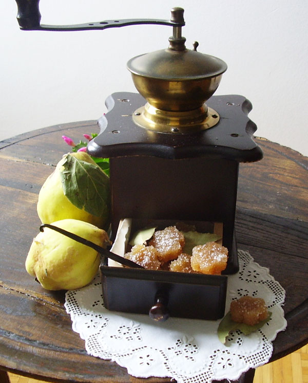 Quince Cheese - Grandmother's Recipe is an old fashioned way to prepare Christmas treats. So delicious !