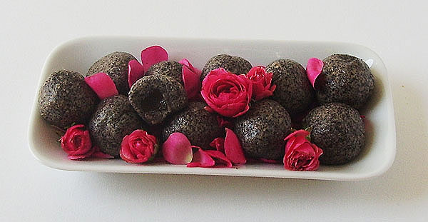 Poppy Seed Balls (No Bake) recipe gives some home made black pearls to offer for dessert.