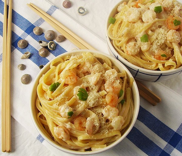 Shrimp Pasta with Parmesan Cheese Sauce: Easily done lunch under all circumstances.