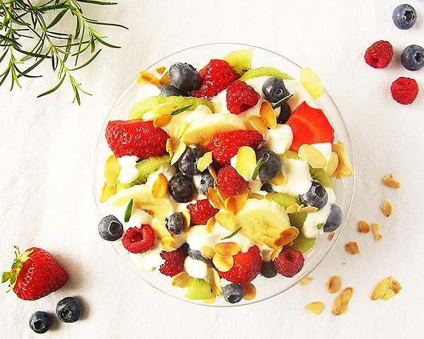 Fruit Salad with Rosemary and Cream Cheese : The best vitamin supply of the season !