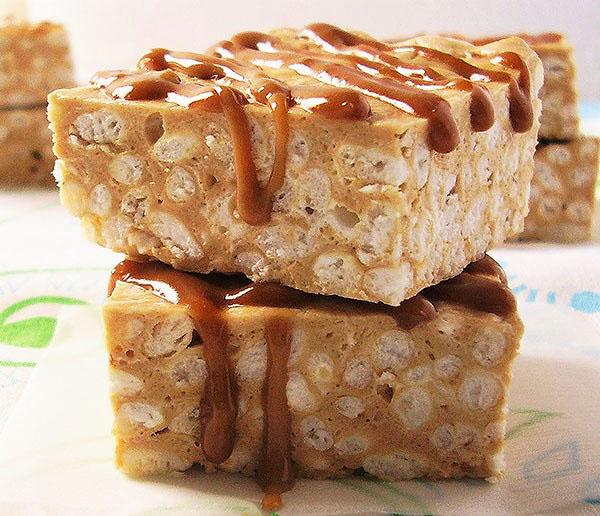 Cookie Butter Rice Krispies No Bake Bars: Winter holidays favourite treat.