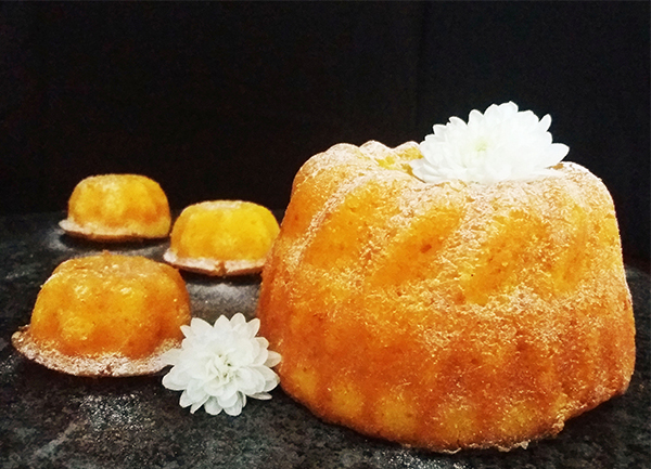 Whole Tangerine Orange Bundt Cakes: moist and tender bundts made from tangerine oranges puree and coconut flour.