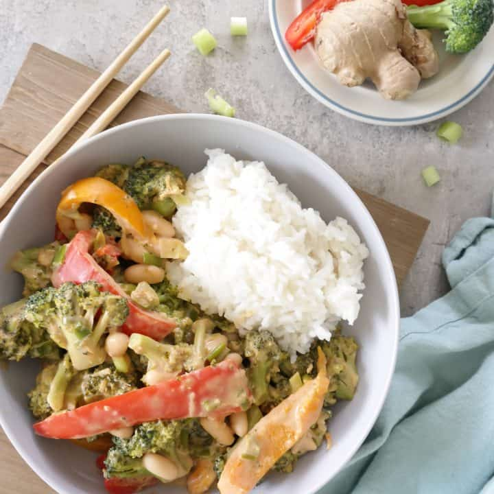 Creamy and healthy vegan peanut stir fry with broccoli, spring onion, peanut butter, bell pepper, ginger and more.