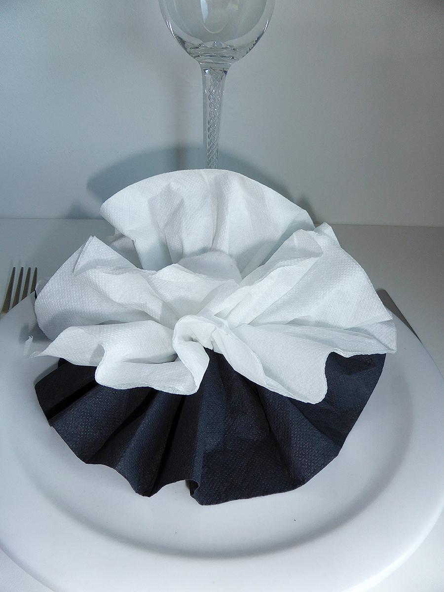 Pliage de serviette de table en forme de fleur de pivoine raliser une pivoine avec une
