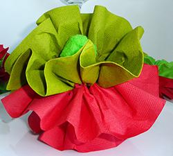 pliage de serviette en papier en forme de pivoine