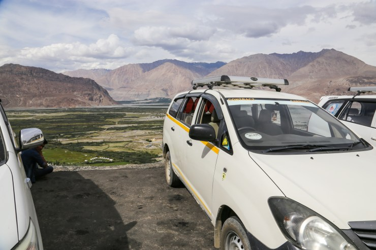 Hiring a taxi to Nubra Valley