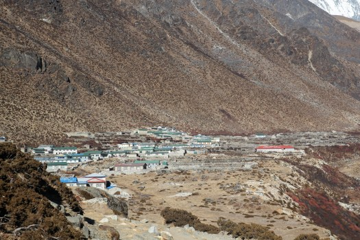 The welcoming view of Dingboche