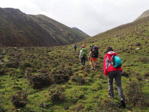 Trekking upwards to the Shuga-la pass