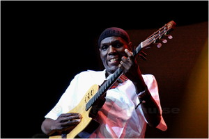 _MG_1153 Oliver Mtukudzi (Zimbabwean musician ) playing at the CTIJF 2008