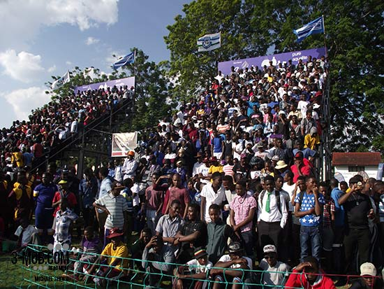 Crowd at PE v Churchill match at Dairibord Schools Rugby Festival