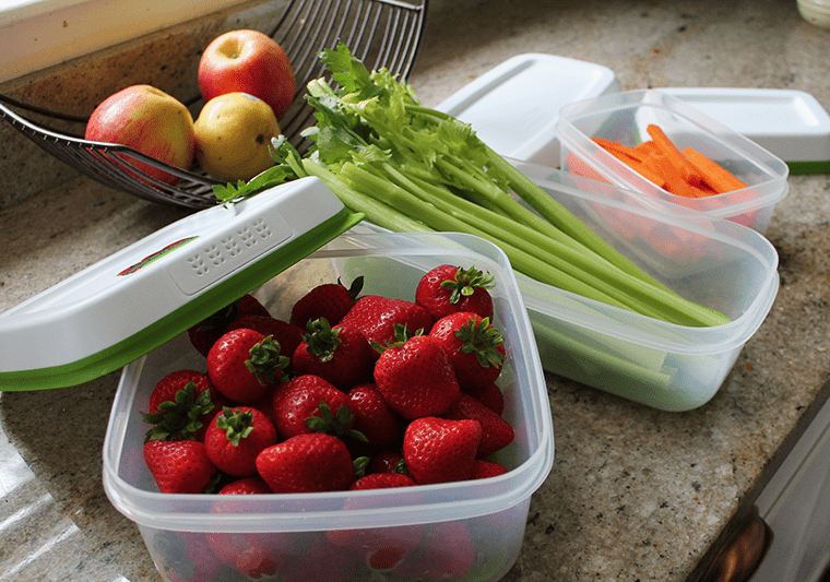 Rubbermaid-FreshWorks-Strawberries-Celery-Carrots