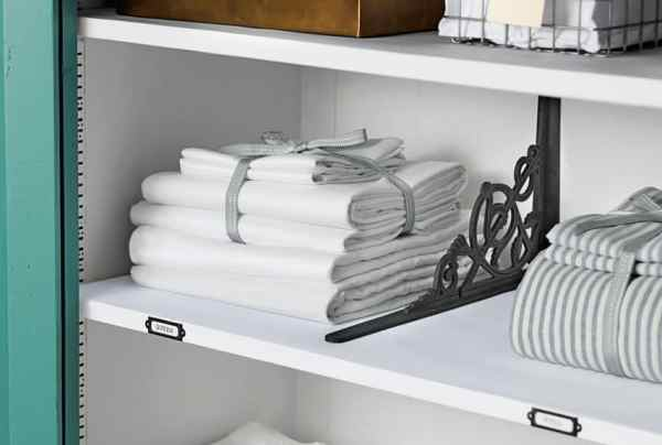 Easy Steps to an Organized Life in 31 Days: Linen Closet (Day 23)   31Daily.com