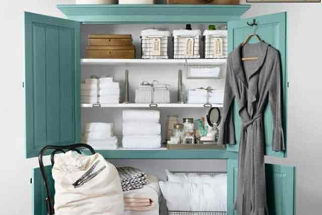 Easy Steps to an Organized Life in 31 Days: Linen Closet (Day 23)