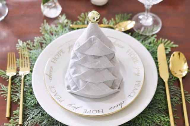Christmas Entertaining: How to Fold a Perfect Napkin