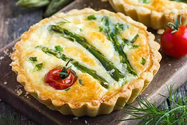 Deliciously Easy Asparagus and Cheese Mini Tarts | 31Daily.com