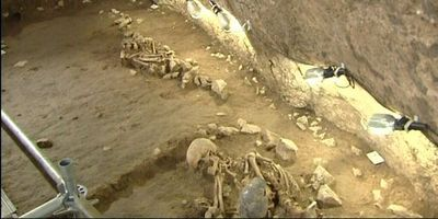 Descobreixen a Begues quatre esquelets humans de fa més de 6.400 anys.