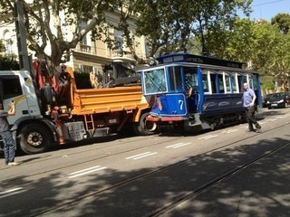 Imatge de la topada del Tramvia blau amb un camió (Foto: @Mpuchol)