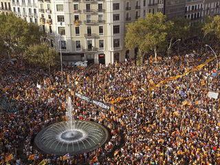 Imatge aèria de la manifestació independentista. (Foto: EFE)