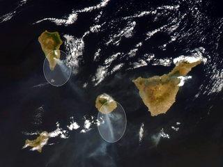 Imatge presa per satèl·lit el dia 5 d'agost dels incendis a les illes Canàries. (EFE)