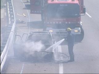 L'incendi d'un cotxe a l'AP-7 no ha fet cap ferit.