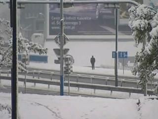 La neu i les baixes temperatures a Polònia han causat tres morts.