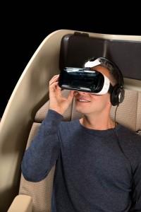 Qantas Airlines ofera noul Samsung Gear VR pasagerilor de la clasa intai