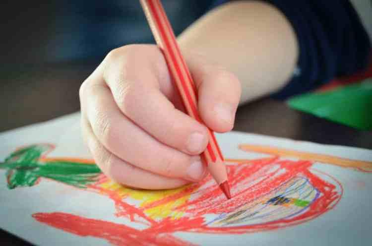 la tenue du crayon et du ciseau, ergothérapie , prise du crayon, préhension du crayon et du ciseau