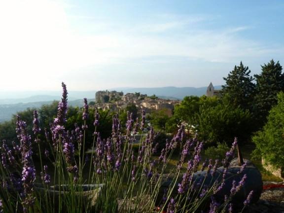 Ein letzter Blick auf die Provence-Hügel im Abendlicht. © Foto: Anne-Kathrin Reif
