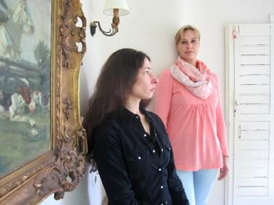 Dajana Berkenkopf (vorne) spielt die Martha, Mira Gottfried die Maria in Das Missverständnis. Das vom Ensemble Profan zur Verfügung gestellte Foto zeigt keine Stück-Szene.