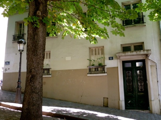 16, Rue Ravignon. Camus' erstes Quartier in Paris - damals noch ein Hotel. ©Foto: Anne-Kathrin Reif