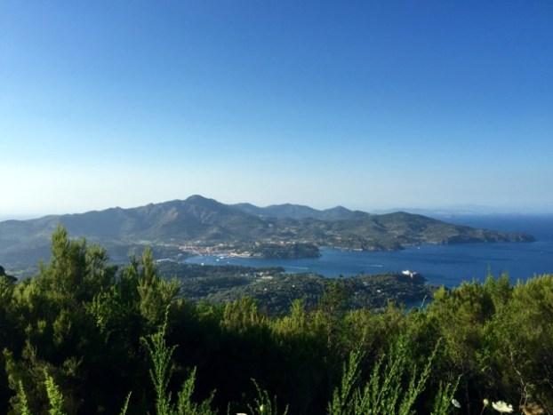Ein Stück Toskana im Meer: Isola d'Elba, Blick auf die Bucht von Porto Azzurro. ©Foto: Anne-Kathrin Reif