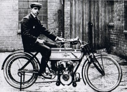 Rem Fowler on the Peugeot-engined Norton, winner of the twin-cylinder race - 1907