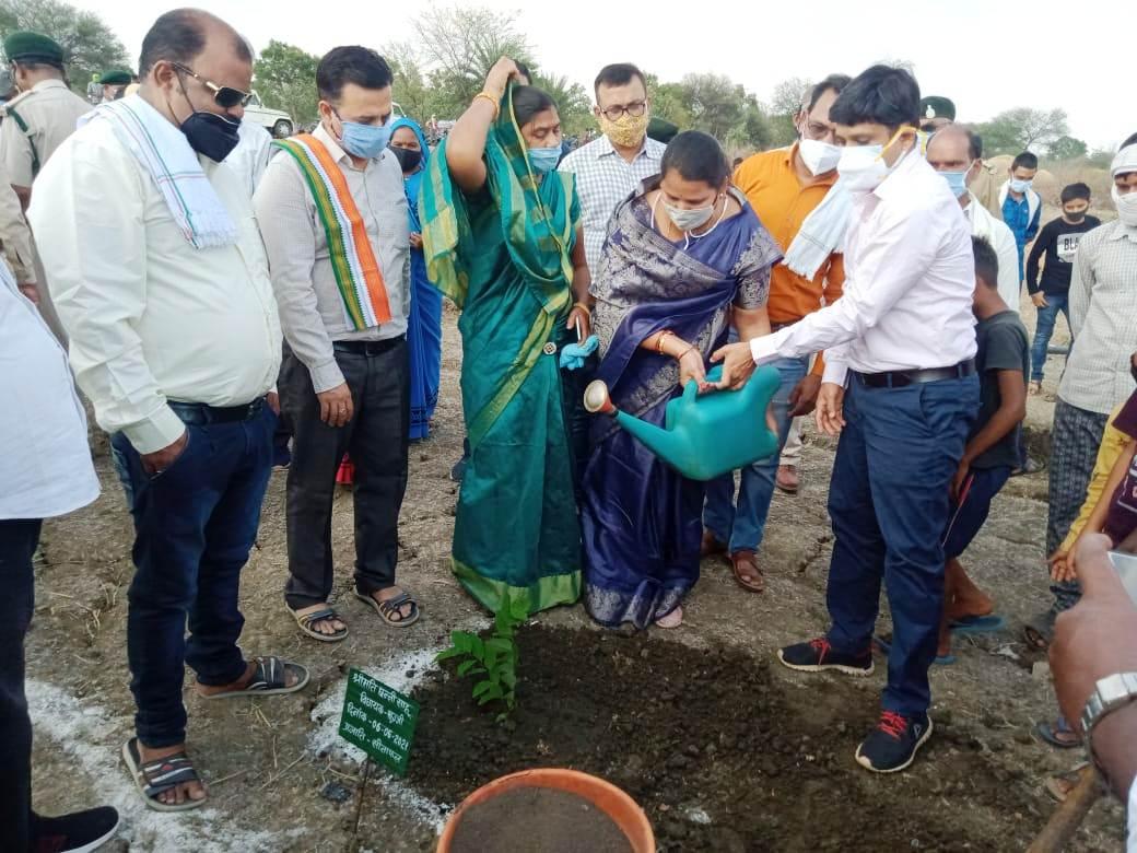 राजनांदगांव : मुख्यमंत्री वृक्षारोपण प्रोत्साहन योजना का ग्राम धर्मूटोला में शुभारंभ