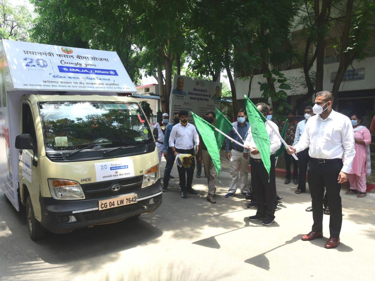 बिलासपुर : कलेक्टर ने फसल बीमा रथ को हरी झण्डी दिखाकर किया रवाना