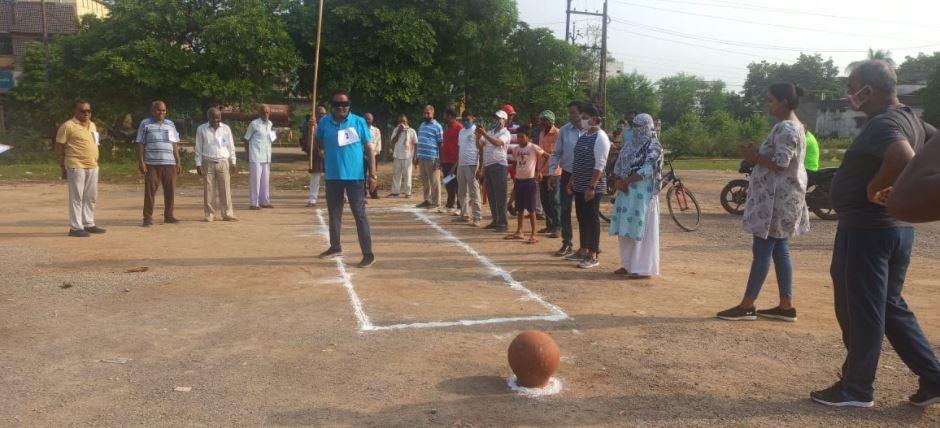 समाज कल्याण विभाग द्वारा कुर्सी दौड़, मटका फोड़ का आयोजन