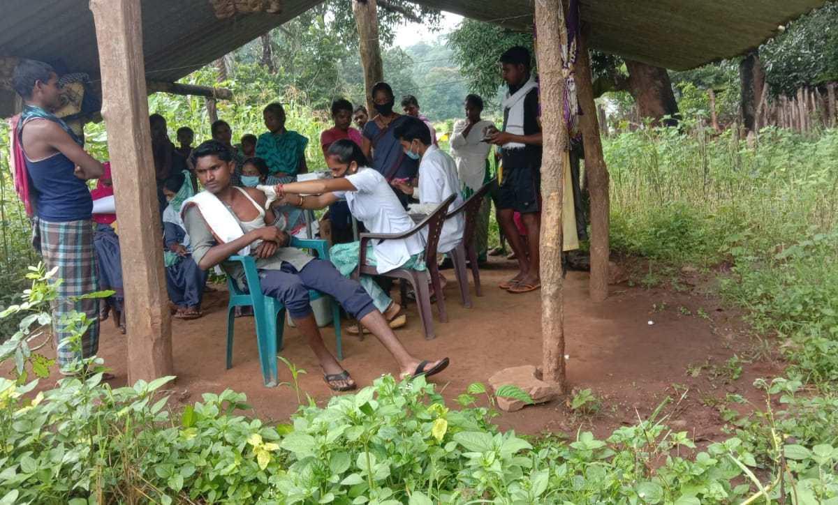 ग्रामीण अंचलों में मनाया जा रहा टीका त्यौहार
