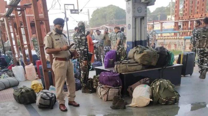 CRPF स्पेशल ट्रेन में जवान के हाथ से छूटा डेटोनेटर से भरा बॉक्स, धमाके में 4 जवान घायल
