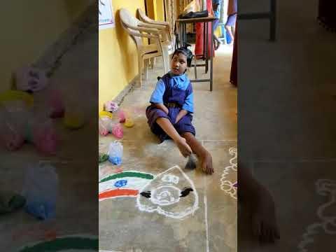 दिव्यांग बालिका ने पैरों से की पेंटिंग, जीता प्रथम पुरस्कार