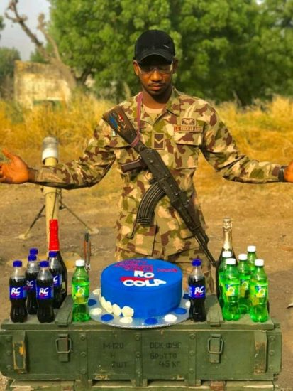 Soldier who celebrated his birthday with bread receives cake from RC Cola (Photos) 4