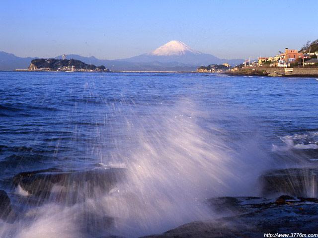 荒波の富士山/稲村ヶ崎