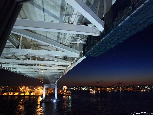 スカイウォークの夜景/横浜ベイブリッジ