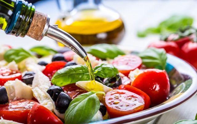 Mediterranean-Style-Salad-Olive-Oil-Tomatoes.jpg.653x0_q80_crop-smart.jpg