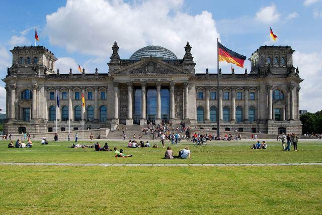 Reichstag-Parliament-Berlin.jpg